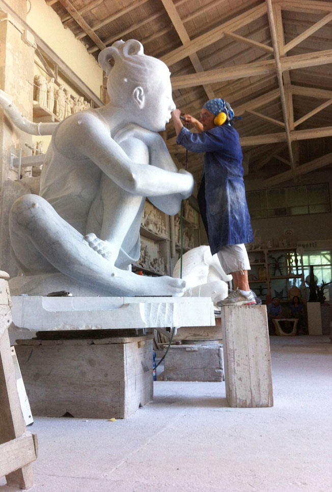 Maria-Gamundi-Sculpting-Selene-Pietrasanta-Sculpture-2013